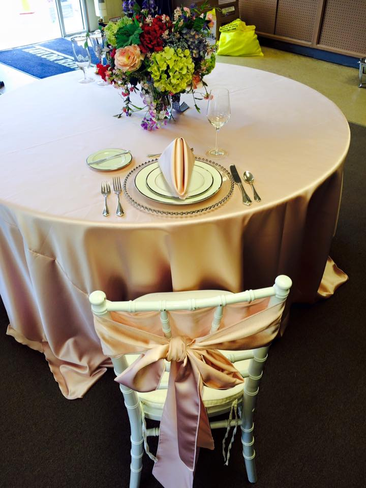 z Blush Satin Tablecloth, Napkin & Chair Sash