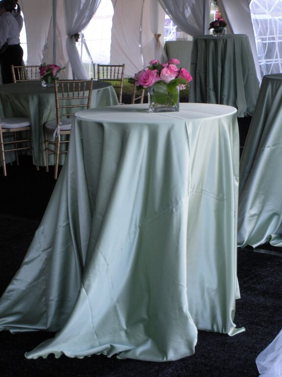 z Fern Satin 108 Round on Short Cocktail Table