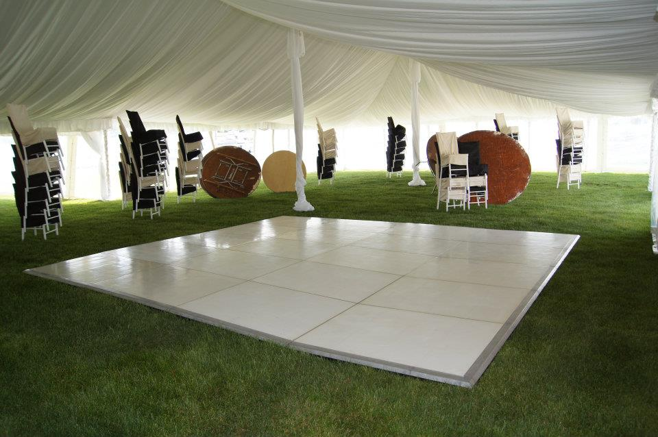 Liner, 40 x with White Dance Floor before the Decorations